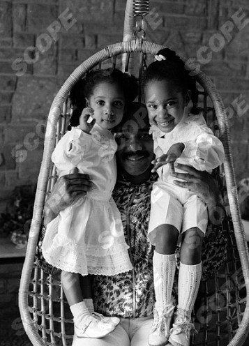 POP SINGER ERROL BROWN POSED WITH FAMILY IN 1983 WIFE GINETTE (AKA) Marie and Daughters, Colette and Leonie REF NO :15677CC CREDIT CHRIS CRAYMER/SCOPEFEATURES.COM MINUMUM FEES APPLY