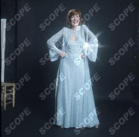 British Pop Star Cilla Black posed in 1974 5376AB CREDIT ALLAN BALLARD/ SCOPFEATURES