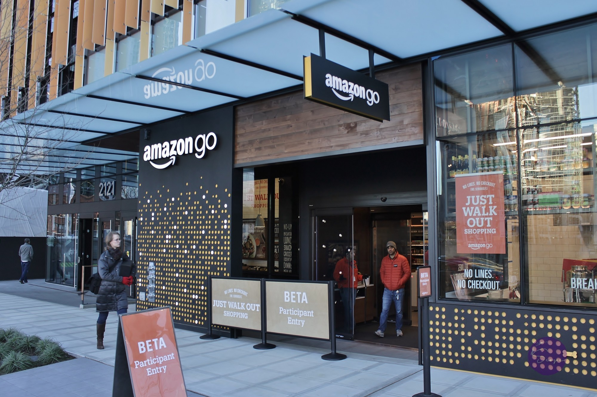 Amazon Opens First Convenience Store with No Checkout Lines