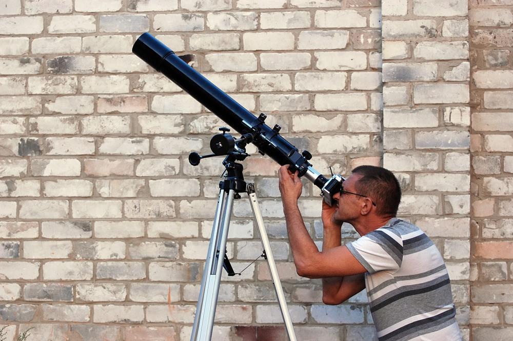 Celestron 21061 astromaster 70az refractor telescope scoping