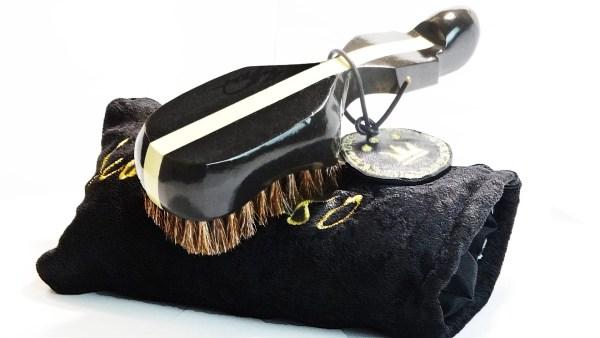 Black 360 Wave Brush Plus Goose Down Velvet Pouch