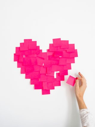 Post-it note hearts. My new bestie: bumble bff. image via Social Squares. Scotch and the Fox