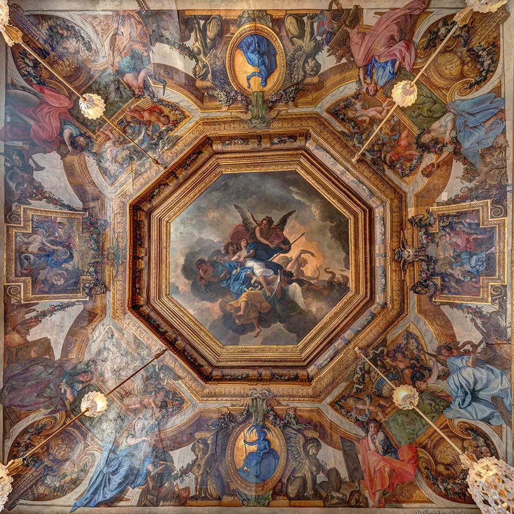 salle-des-muses-plafond-carre