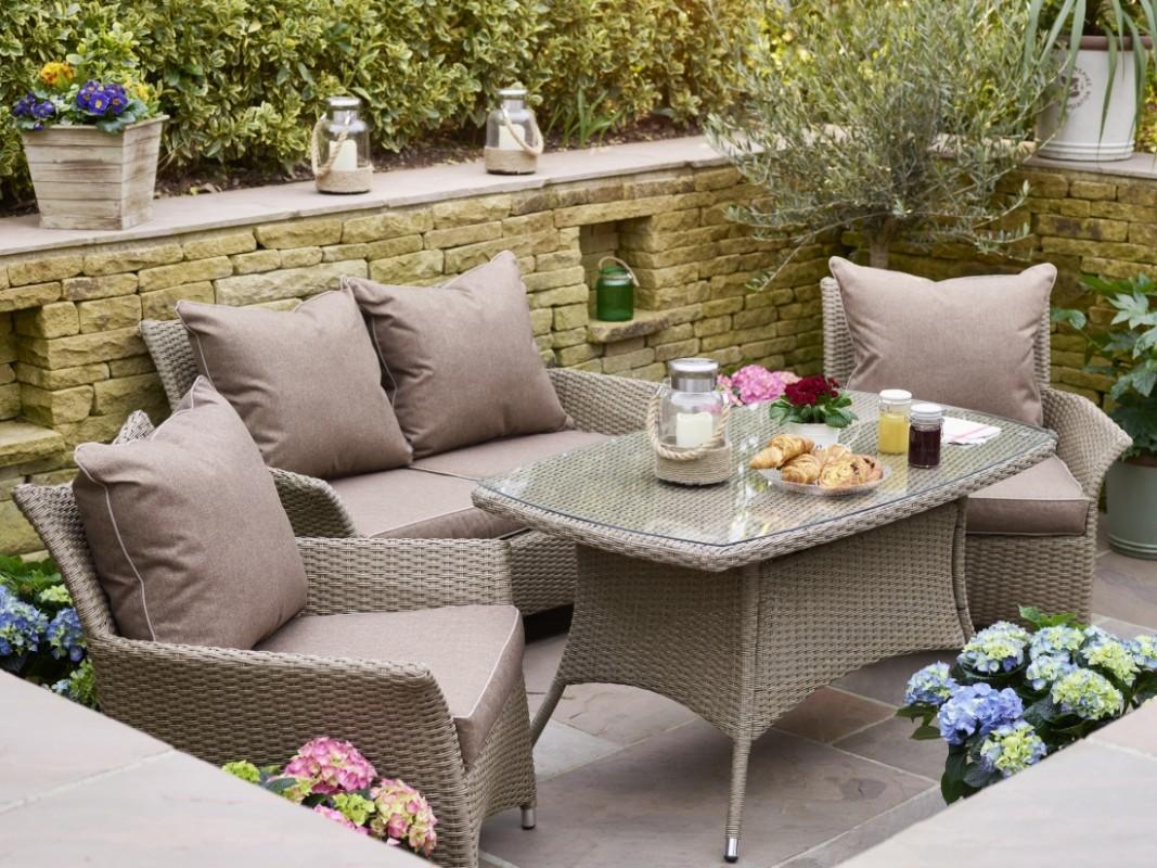 Lounge and Sofa Sets