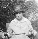 Polly Anna Sluss Delias