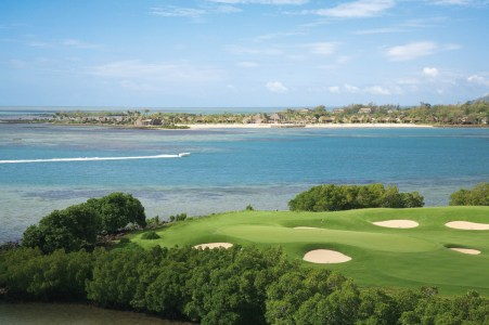 Golf course at Four Seasons Anahita