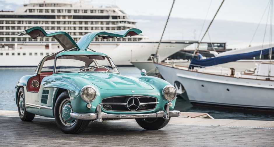 Wallpaper Engine Blue On The Beach Girl This Mercedes 300sl Gullwing Is A Cyan Coloured Bird Of
