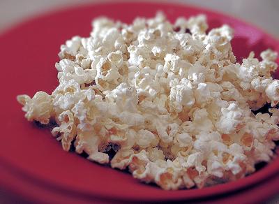 Making Sweet Microwave Popcorn – Like The Cinema