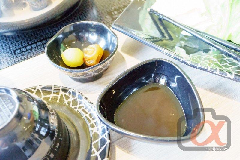 菊鍋-日式沾料與梅子