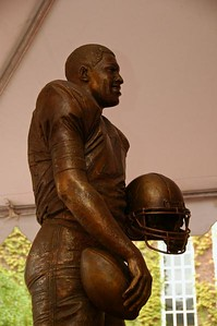 Closeup of the Ernie Davis statue by Bruno Lucchesi.