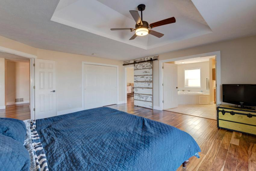 Gorgeous Walkout Ranch Home in-large-024-20-Master Bedroom-1500x1000-72dpi