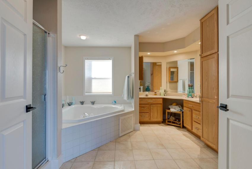 Gorgeous Walkout Ranch Home in-large-027-16-Master Bathroom-1500x1000-72dpi