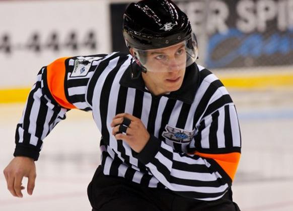 Referee Peter Tarnaris (Image: Les Stockton)