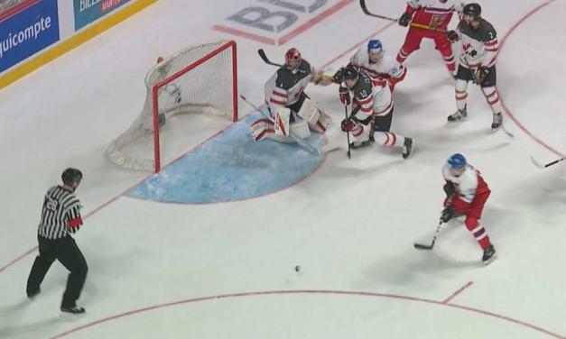 WJC: Czechs Score Goal Off Referee vs. Canada