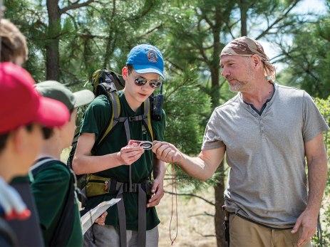 Survivorman Les Stroud berbagi beberapa tip orienteering dengan Ethan Rasmussen.
