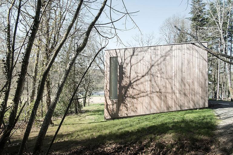 atelier-mima-maison-JJS.M-timber-house-nivillac-france-designboom-04