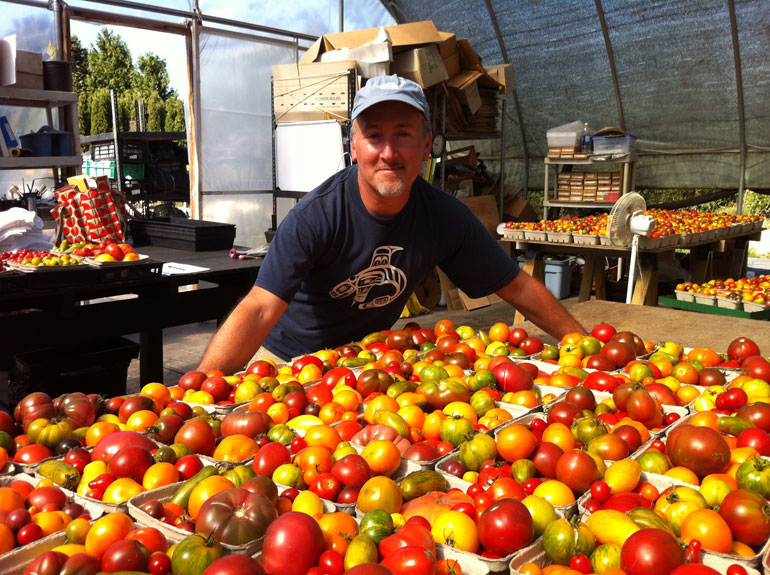 OwnerGaryLewis-with_Tomatoes_for_Sale_at-Festival-IMG_4498