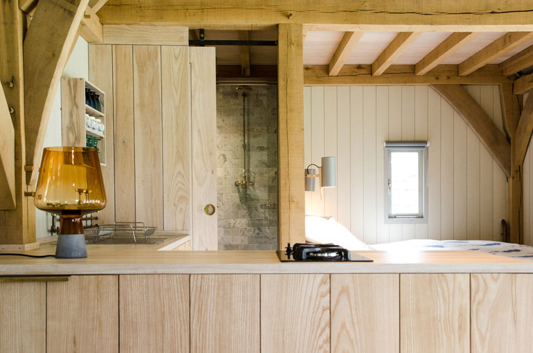 oak-cabin-out-the-valley-architecture-residential_dezeen_2364_col_6