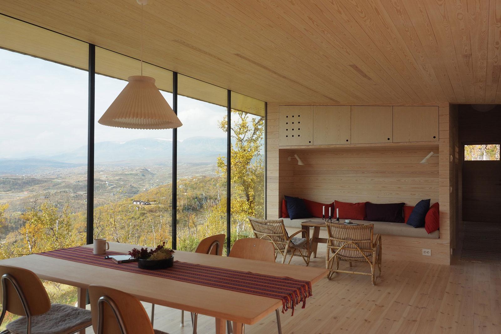 cabin-jon-danielsen-aarhus-architecture-residential-norway_dezeen_2364_col_0