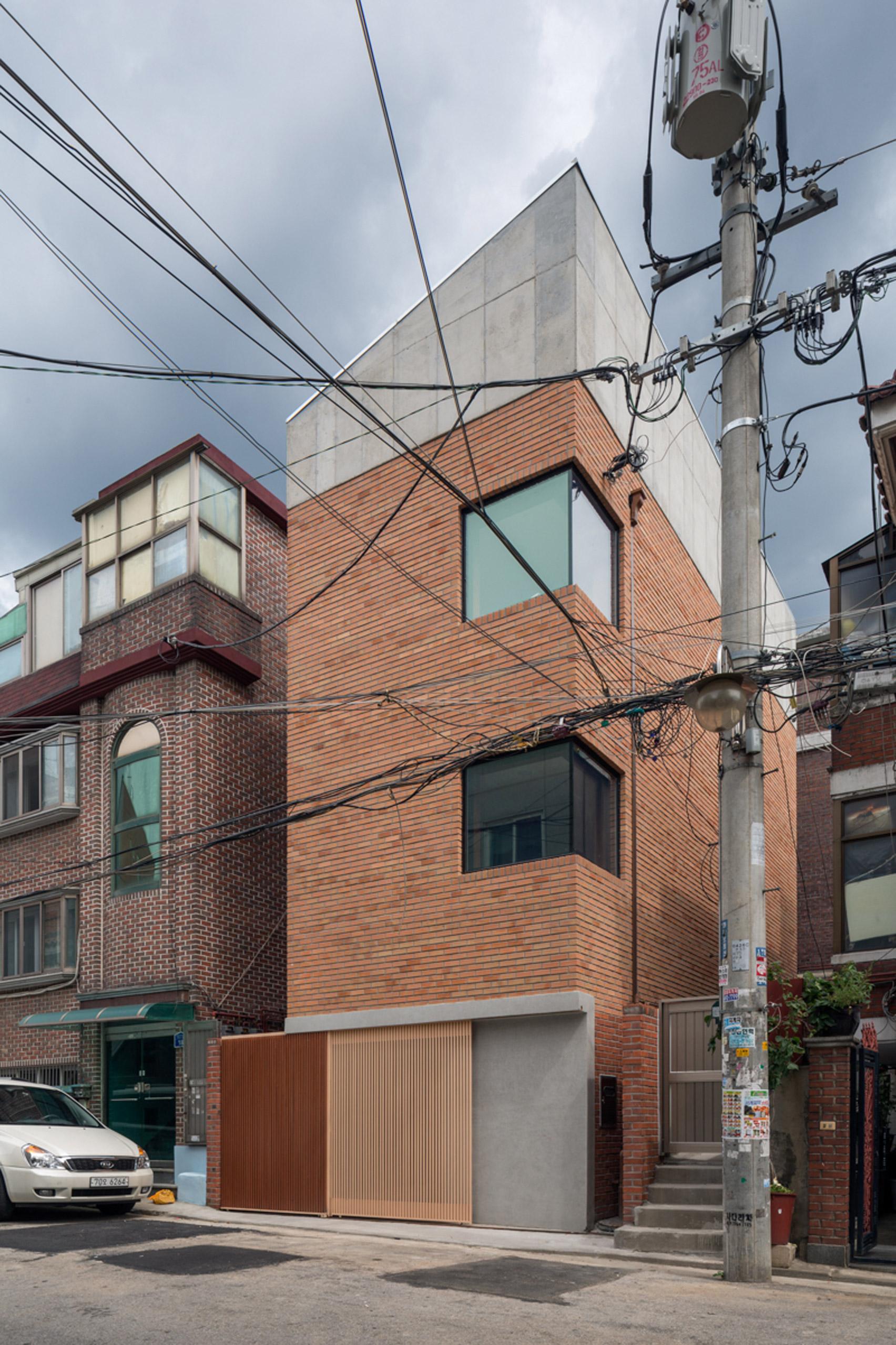 grown-house-fhhh-friends-architecture-residential-seoul-south-korea_dezeen_1704_col_25