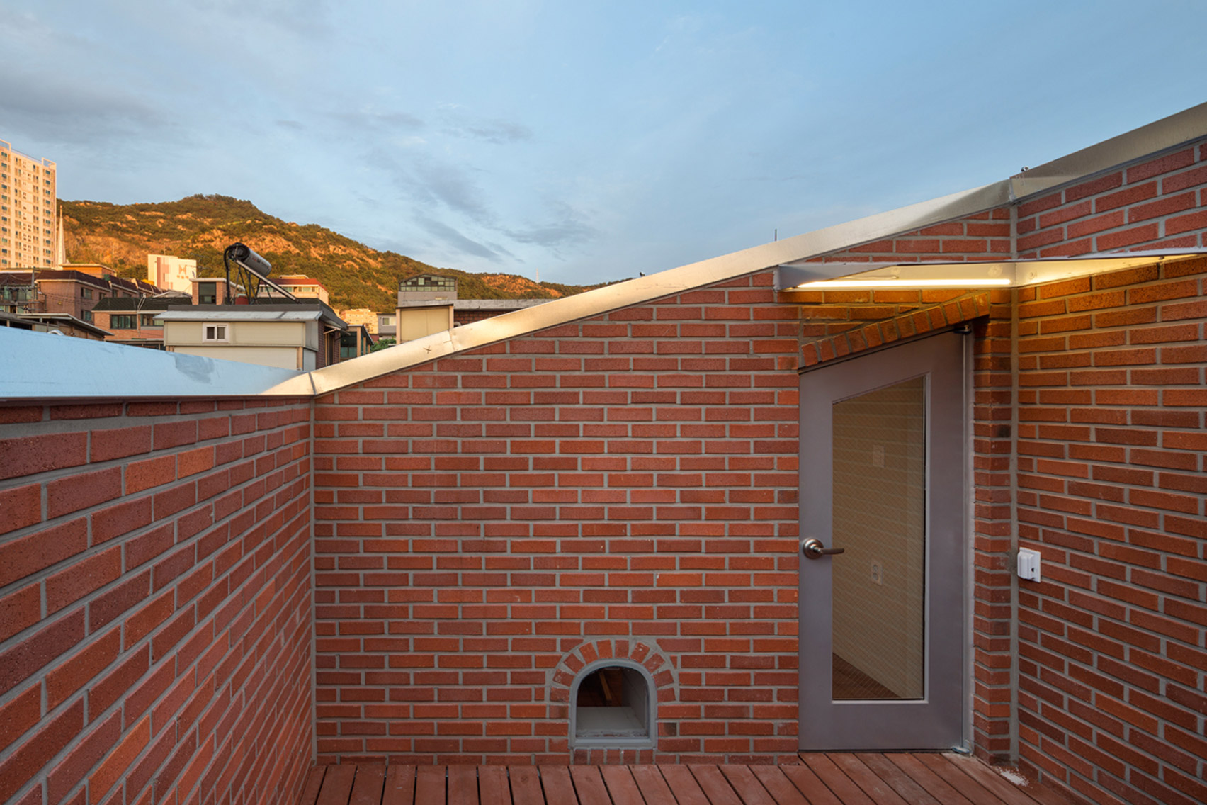 grown-house-fhhh-friends-architecture-residential-seoul-south-korea_dezeen_1704_col_29