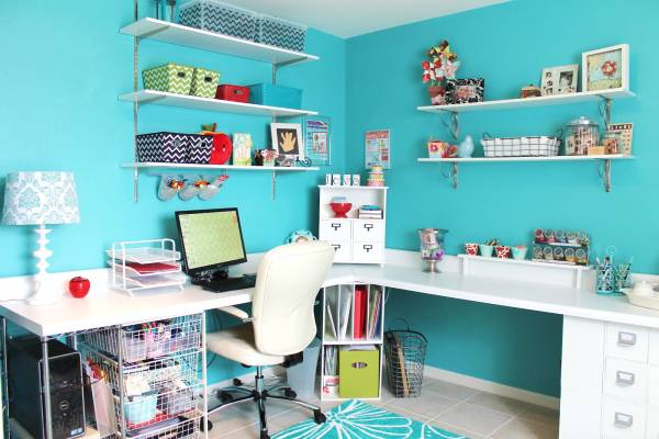 beautiful-and-fun-turquoise-craft-room-1