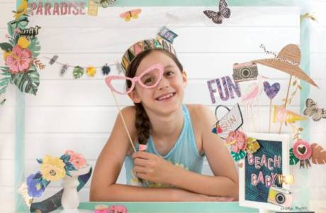 DIY Beach Party Photo Booth