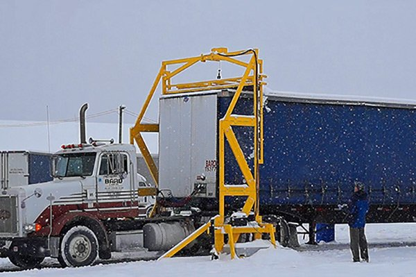 FleetPlow™ Snow Scrapers For Truck Trailers - Scraper Systems