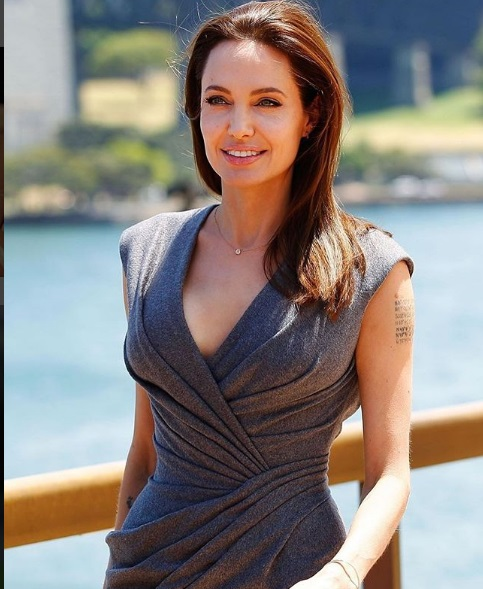 Top 5 most popular actresses of Hollywood movies angelina jolie