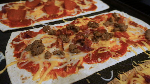 cheeseburger flatout pizza
