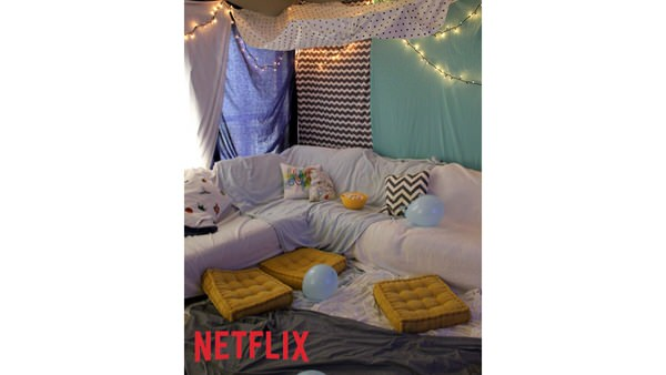Create a Blanket Fort for your family movie night #StreamTeam #Netflix #Sponsored