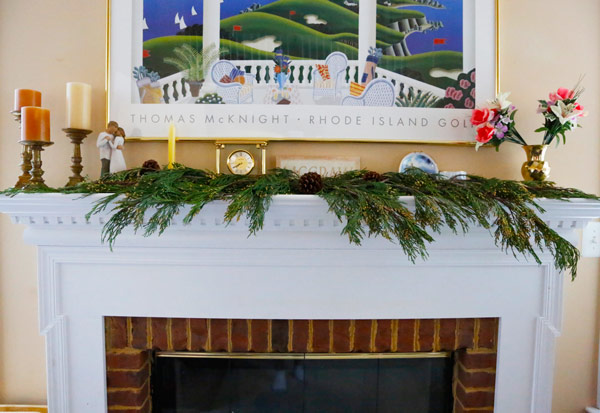 holiday-live-plant-mantle-display