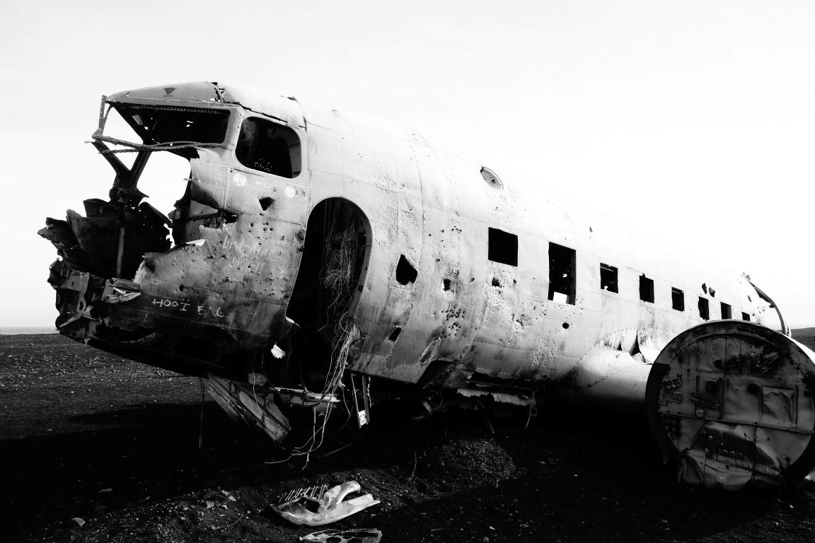 Hoe kom je bij het vliegtuigwrak in IJsland?