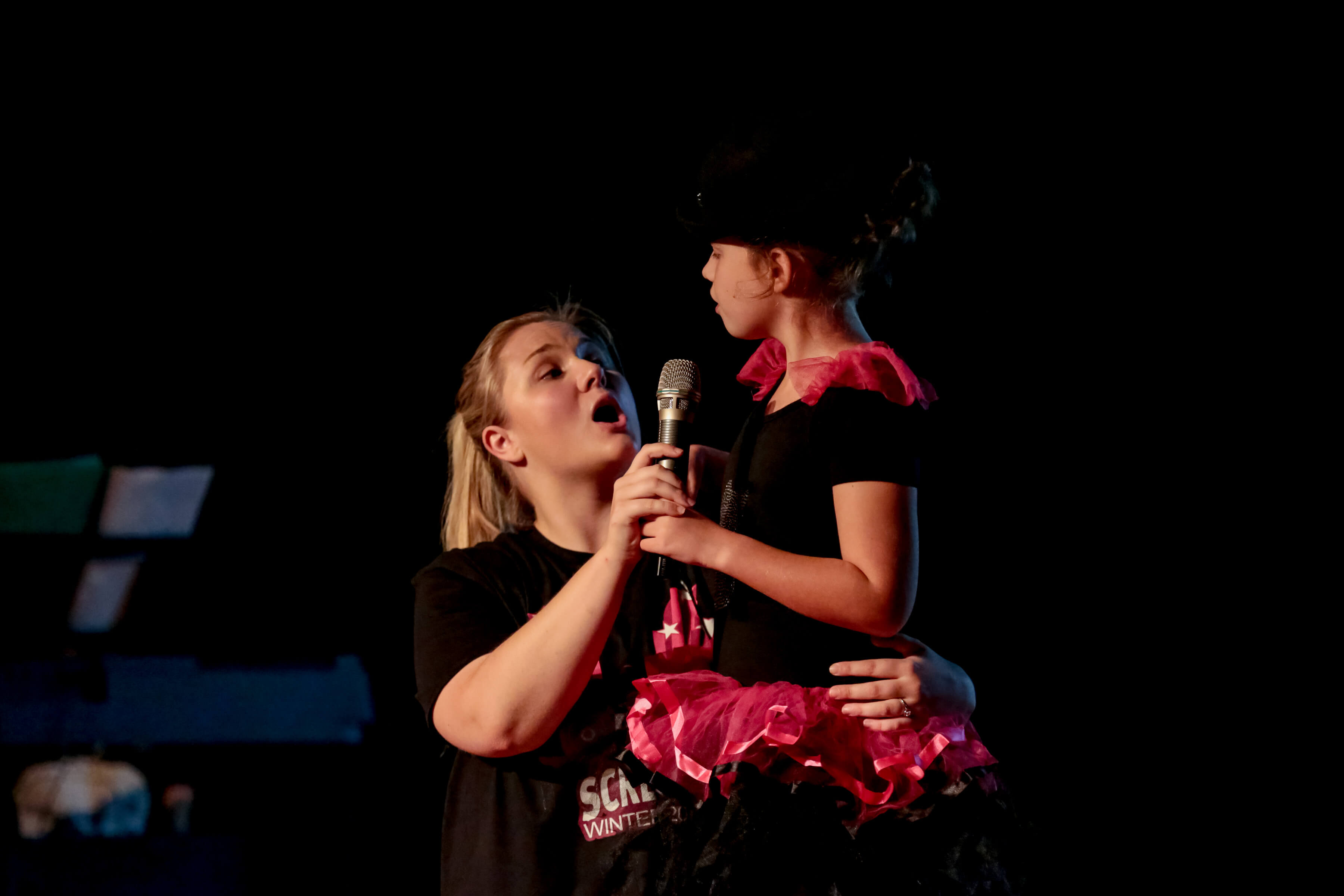 Lisa and Screech Artist Izzy onstage