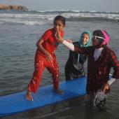 intothesea_iranianfilmdaily_girls_beach