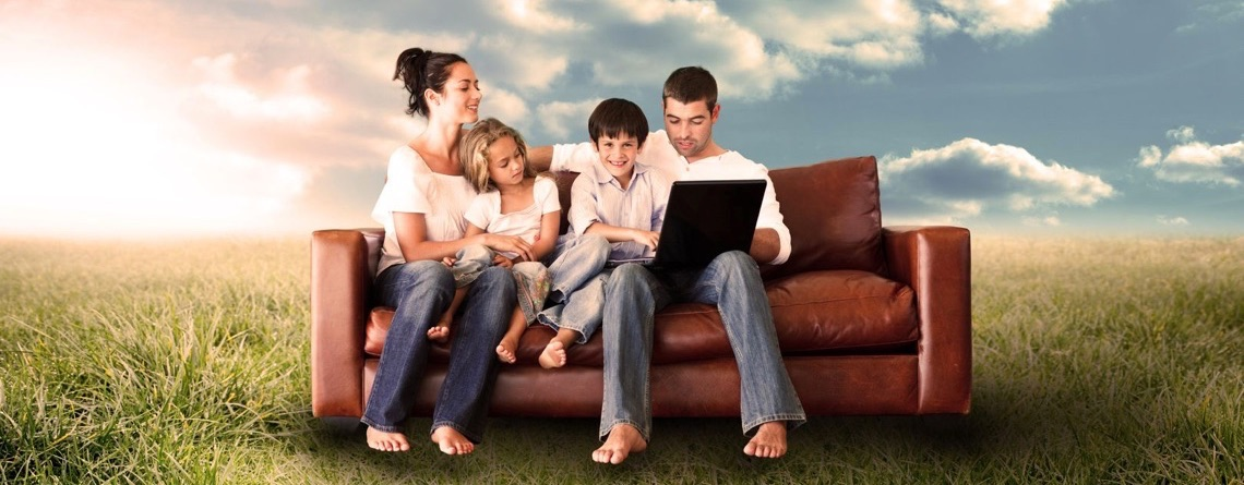family_field_computer_1140_x_445
