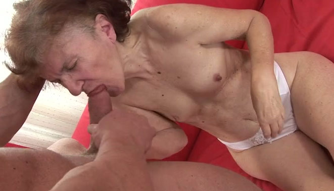 Old nanny gives good deepthroat blowjob to one dude living