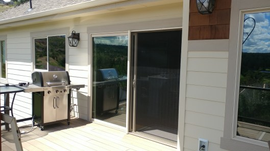 Sliding patio retractable screen