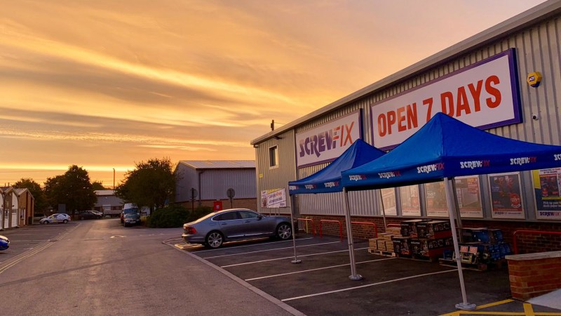 Kidlington celebrates new Screwfix store opening