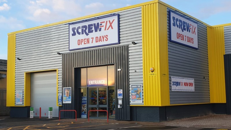 Ashford celebrates new Screwfix store opening