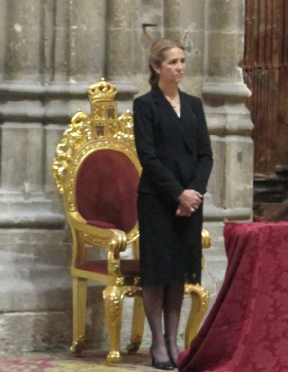 The royal representative at the funeral was Doña Elena, sister of King Felipe.