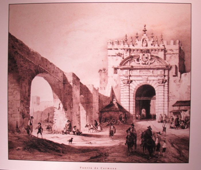 Puerta Carmona with the aqueduct, part of which can still be seen on Calle Luis Montoto.