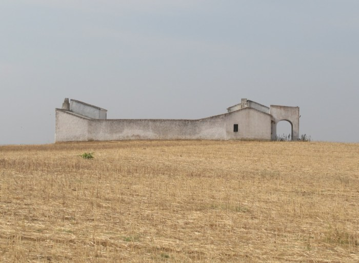 Abandoned viñeda farmhouse.