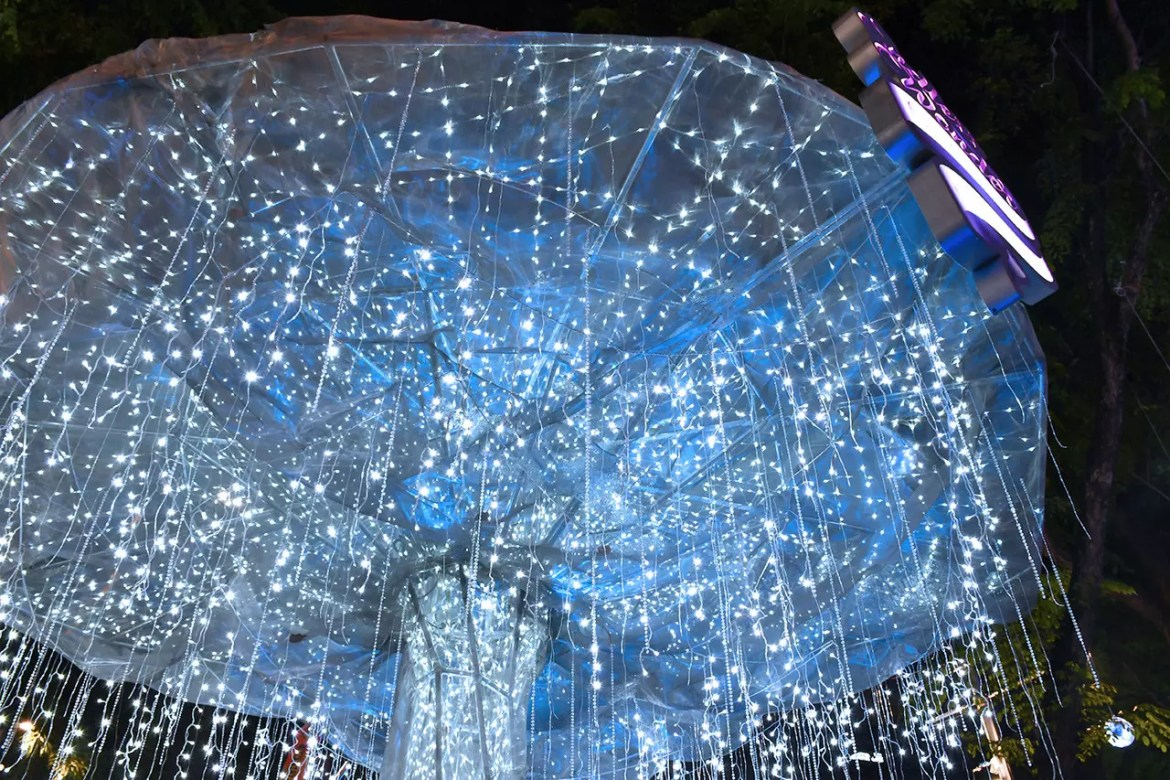Light Sculpture at Orchard Road Christmas Light-Up 2017