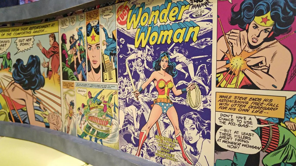 DC Super Heroes Cafe - Takashimaya Wonder Woman Wallpaper