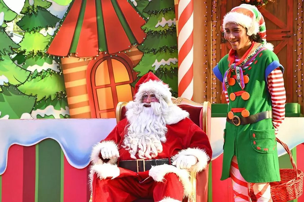 A Universal Christmas 2018 | Santa Claus