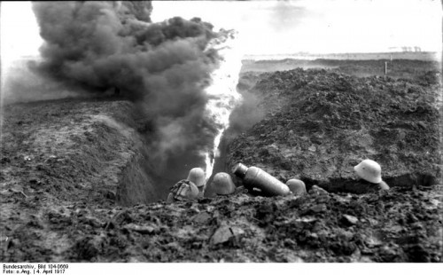 Lance-flammes allemand de la Première Guerre mondiale, photo datée du 4 avril 1917