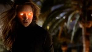 Supergirl sob efeito da kriptonita vermelha, no episódio 16.