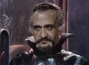 Roger Delgado como The Master