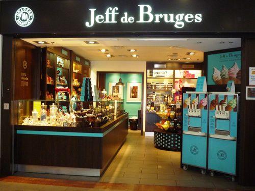 Jeff de Bruges  PARISIAN DETOUR Canal St Martin